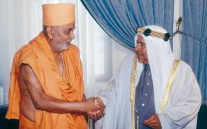 Pramukh Swami Maharaj With Shekh Isa Bin Salman al khalifa, King of Baharin